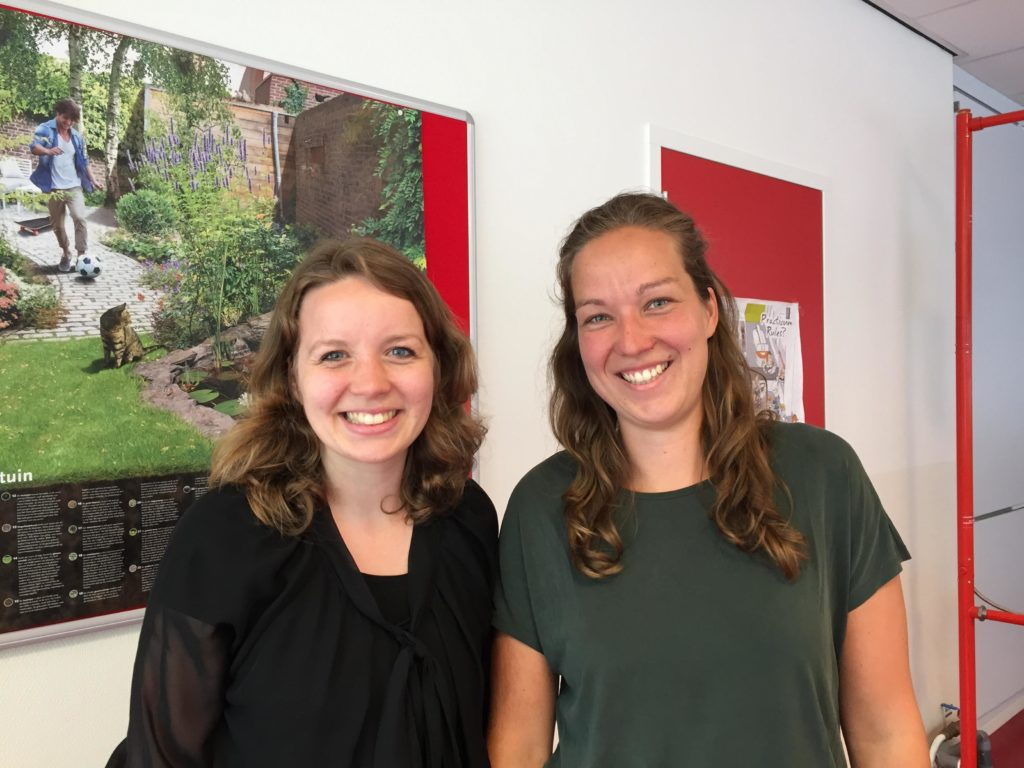 Simone Vogelaar (l) en Amanda van Loon, promovendi